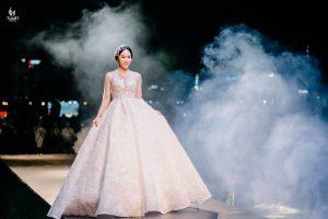 Bí quyết chọn váy cưới đẹp cho cô dâu vai ngang