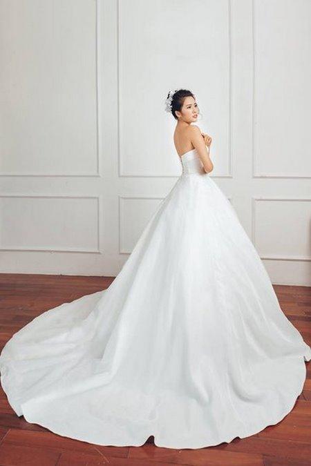 bộ sưu tập váy cưới tròn 2 Ngẩn ngơ với BST Váy cưới tròn giúp bạn trở thành công chúa trong tích tắc