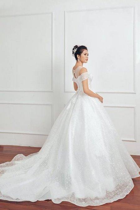 bộ sưu tập váy cưới tròn 6 Ngẩn ngơ với BST Váy cưới tròn giúp bạn trở thành công chúa trong tích tắc