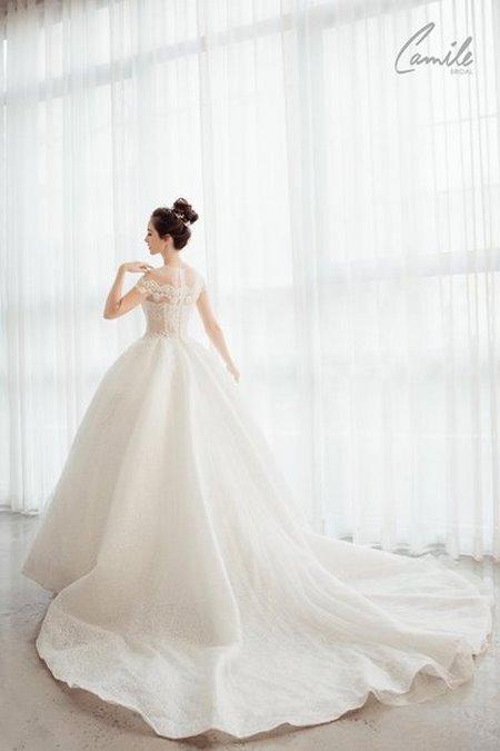 thuê váy cưới chụp ảnh 10 Dịch vụ cho thuê váy cưới chụp ảnh tại Hà Nội uy tín và chuyên nghiệp