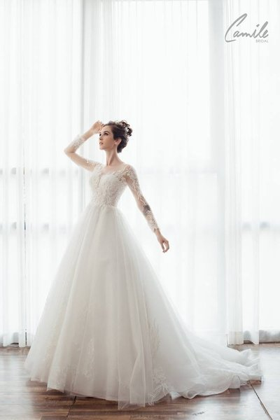 thiết kế váy cưới tay dài 2 Xinh đẹp rạng ngời với thiết kế váy cưới tay dài của Camile Bridal