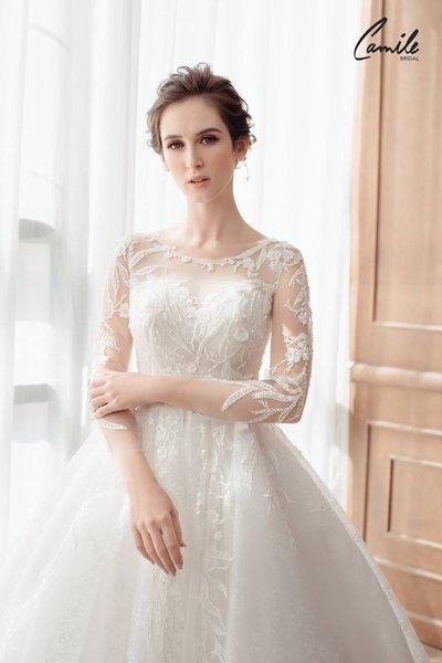 mẫu váy cưới tay dài 2 Tinh tế trong từng chi tiết với mẫu váy cưới tay dài Cinderella Luxury của Camile Bridal
