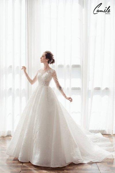 mẫu váy cưới tay dài 3 Tinh tế trong từng chi tiết với mẫu váy cưới tay dài Cinderella Luxury của Camile Bridal