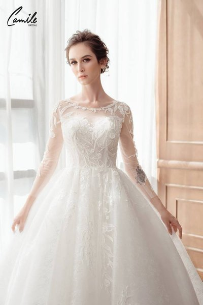 mẫu váy cưới tay dài 4 Tinh tế trong từng chi tiết với mẫu váy cưới tay dài Cinderella Luxury của Camile Bridal