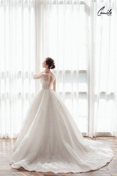 mẫu váy cưới tay dài 7 Tinh tế trong từng chi tiết với mẫu váy cưới tay dài Cinderella Luxury của Camile Bridal