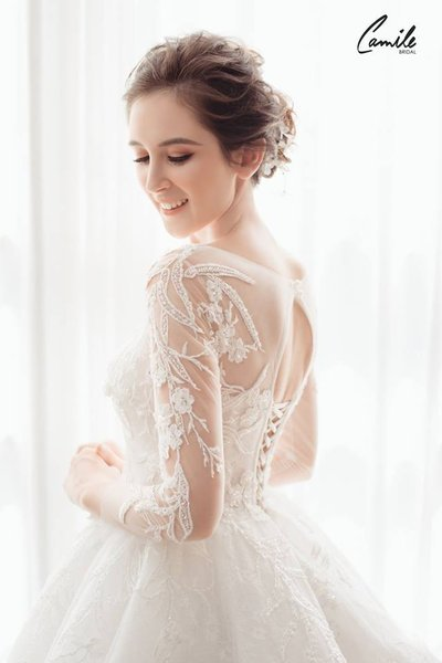 mẫu váy cưới tay dài 8 Tinh tế trong từng chi tiết với mẫu váy cưới tay dài Cinderella Luxury của Camile Bridal