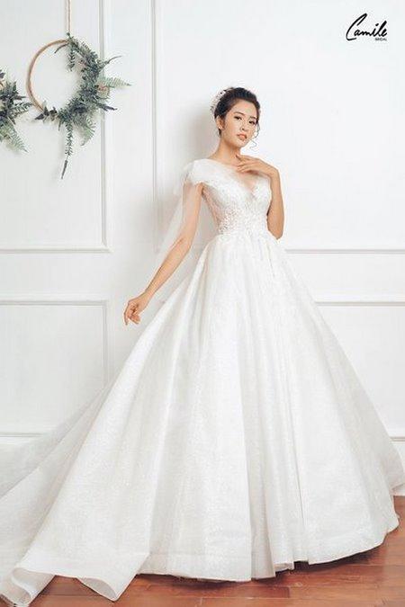 mua áo cưới 12 Mua áo cưới giá rẻ hơn thuê, sự thật có phải hay không?