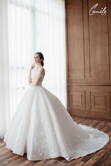 mua áo cưới 5 Mua áo cưới giá rẻ hơn thuê, sự thật có phải hay không?