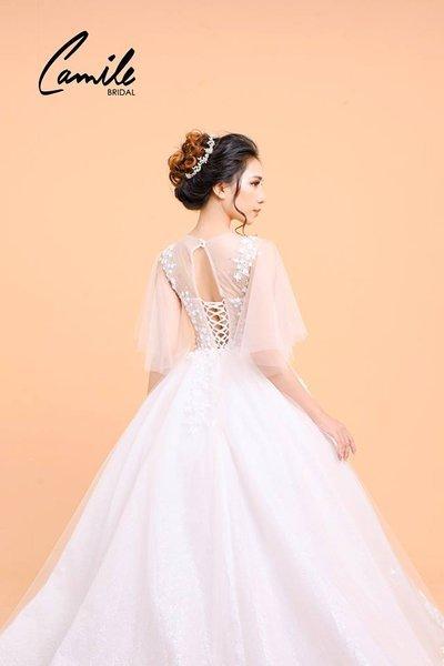 Thiết kế áo cưới 4 Mê mẩn với thiết kế áo cưới cánh tiên lộng lẫy dành riêng cho mùa Thu Đông 2018