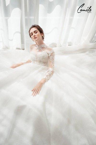 thiết kế váy cưới 8 Hóa công chúa xinh đẹp với thiết kế váy cưới Hoàng gia lộng lẫy Royal wedding dress của Camile Bridal