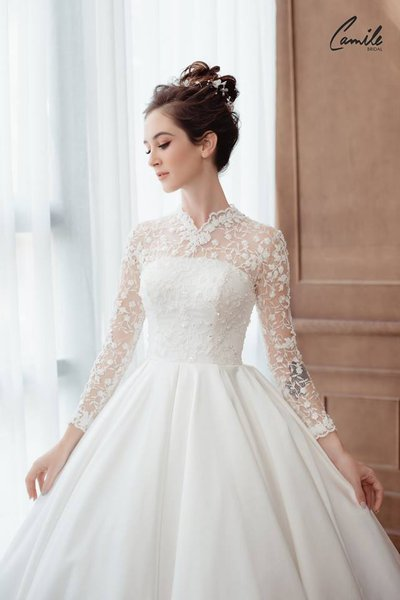 thiết kếváy cưới dài tay2 Đẹp như một giấc mơ với thiết kế váy cưới dài tay Royal Princess của CAMILE BRIDAL