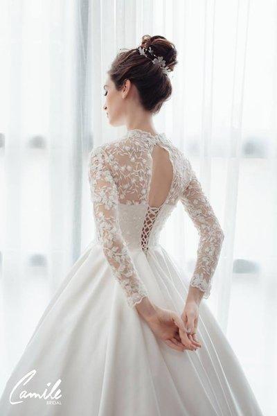 thiết kếváy cưới dài tay5 Đẹp như một giấc mơ với thiết kế váy cưới dài tay Royal Princess của CAMILE BRIDAL