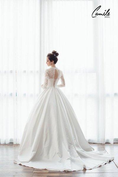thiết kếváy cưới dài tay7 Đẹp như một giấc mơ với thiết kế váy cưới dài tay Royal Princess của CAMILE BRIDAL