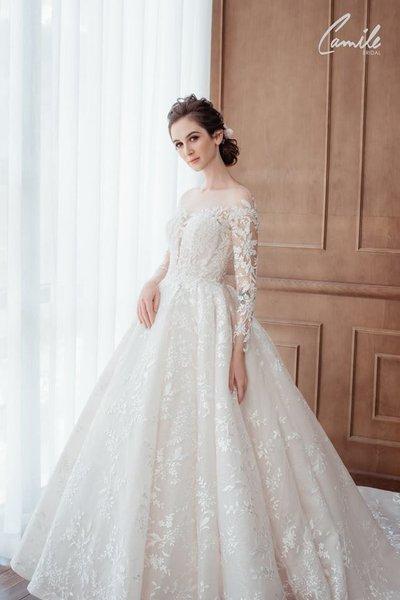 Thiết kế váy cưới trễ vai1 Gợi cảm trong từng khoảnh khắc với thiết kế váy cưới trễ vai Cinderell