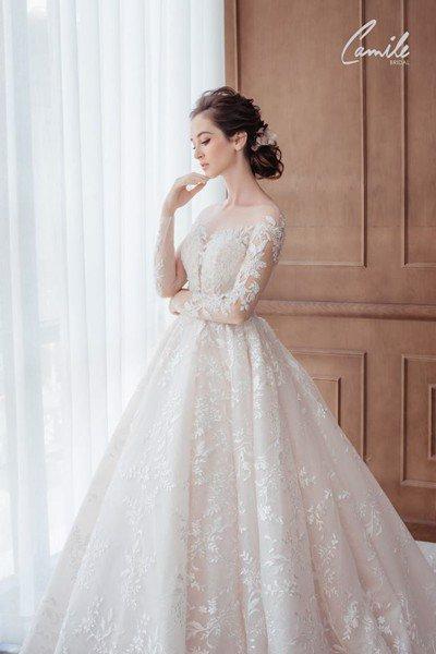 Thiết kế váy cưới trễ vai 2 Gợi cảm trong từng khoảnh khắc với thiết kế váy cưới trễ vai Cinderell