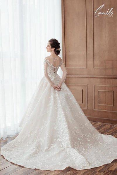 Thiết kế váy cưới trễ vai 3 Gợi cảm trong từng khoảnh khắc với thiết kế váy cưới trễ vai Cinderell
