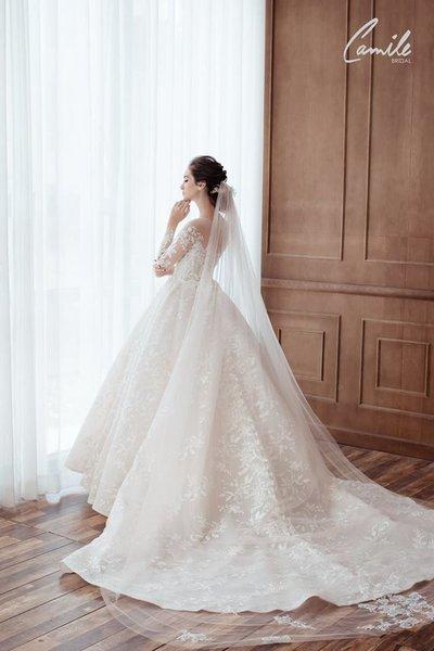 Thiết kế váy cưới trễ vai 4 Gợi cảm trong từng khoảnh khắc với thiết kế váy cưới trễ vai Cinderell