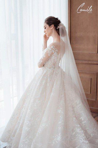 Thiết kế váy cưới trễ vai 6 Gợi cảm trong từng khoảnh khắc với thiết kế váy cưới trễ vai Cinderell