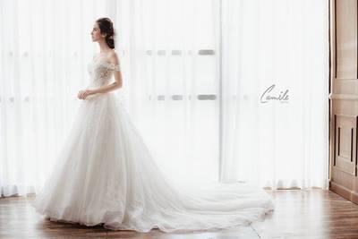váy cưới vai ngang Cinderella 6 Lộng lẫy với thiết kế váy cưới vai ngang Cinderella của Camile Bridal
