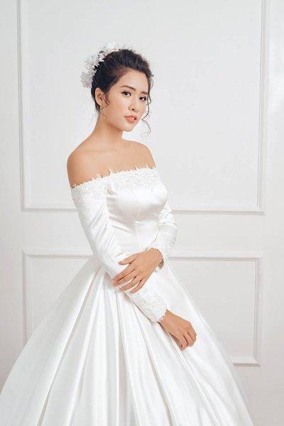 Thuê váy cưới Satin 2 Thuê váy cưới Satin – Vẻ đẹp tinh tế đến từ sự đơn giản