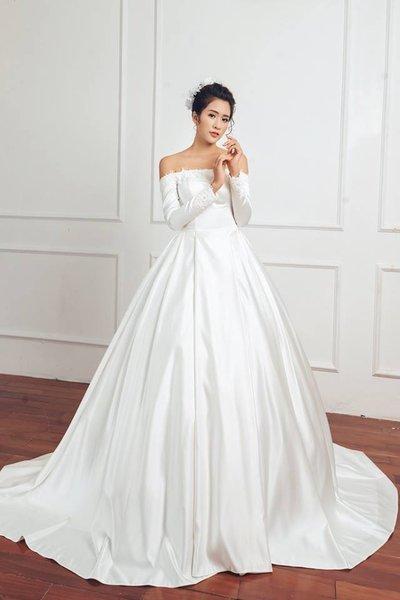 Thuê váy cưới Satin 3 Thuê váy cưới Satin – Vẻ đẹp tinh tế đến từ sự đơn giản