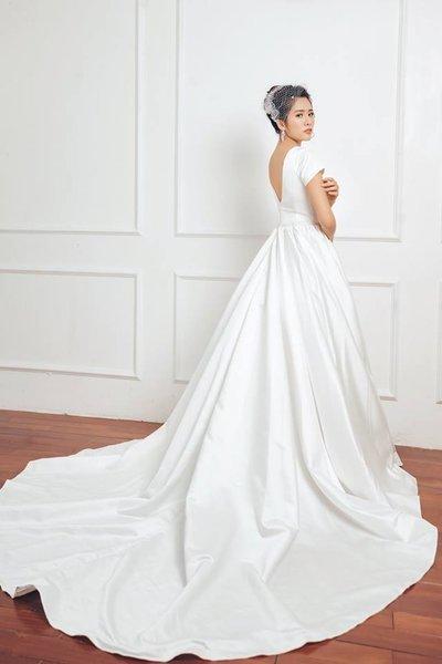 Thuê váy cưới Satin 4 Thuê váy cưới Satin – Vẻ đẹp tinh tế đến từ sự đơn giản