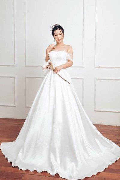 Thuê váy cưới Satin 5 Thuê váy cưới Satin – Vẻ đẹp tinh tế đến từ sự đơn giản