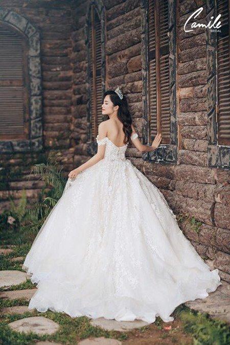 thuê váy cưới bao nhiêu tiền 1 Giải đáp thắc mắc Thuê váy cưới bao nhiêu tiền tại Hà Nội?