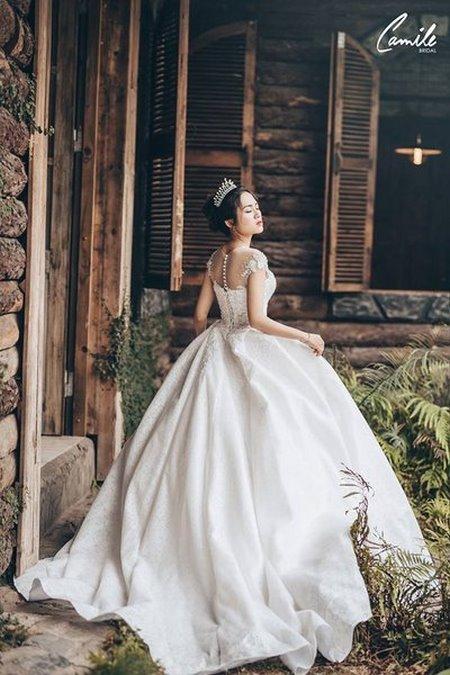 thuê váy cưới bao nhiêu tiền 4 Giải đáp thắc mắc Thuê váy cưới bao nhiêu tiền tại Hà Nội?