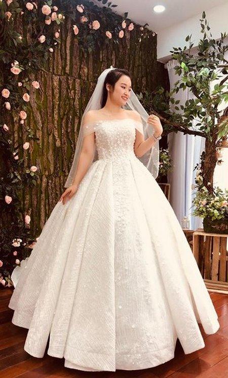 thuê váy cưới đẹp 12 Tuyệt chiêu chọn thuê váy cưới đẹp cho cô dâu lùn