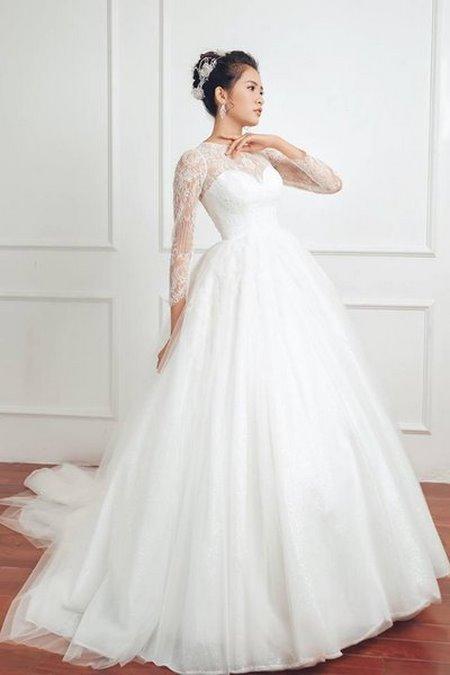 thuê váy cưới đẹp 14 Tuyệt chiêu chọn thuê váy cưới đẹp cho cô dâu lùn