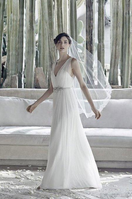 thuê váy cưới đẹp 5 Tuyệt chiêu chọn thuê váy cưới đẹp cho cô dâu lùn