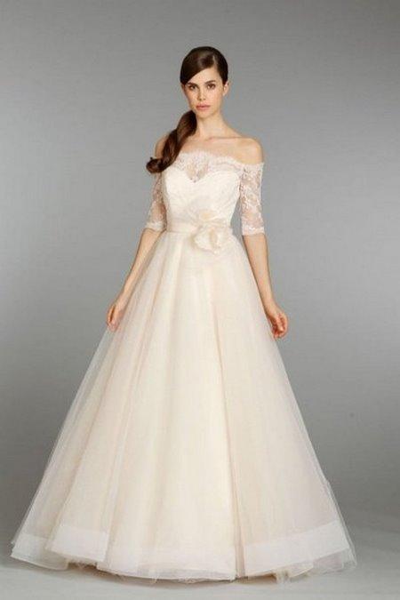 thuê váy cưới đẹp 7 Tuyệt chiêu chọn thuê váy cưới đẹp cho cô dâu lùn
