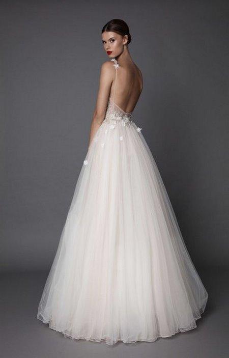 Váy cưới backless 1 4 Bí quyết mặc váy cưới backless khoe lưng trần gợi cảm cho cô dâu