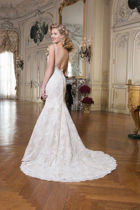 Váy cưới backless 3 4 Bí quyết mặc váy cưới backless khoe lưng trần gợi cảm cho cô dâu