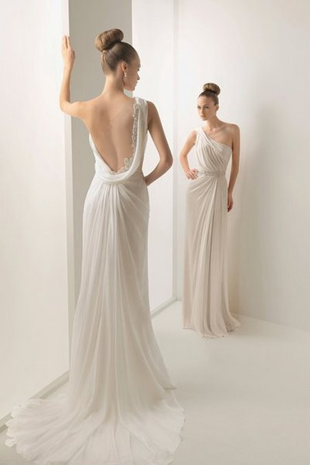 Váy cưới backless 5 4 Bí quyết mặc váy cưới backless khoe lưng trần gợi cảm cho cô dâu