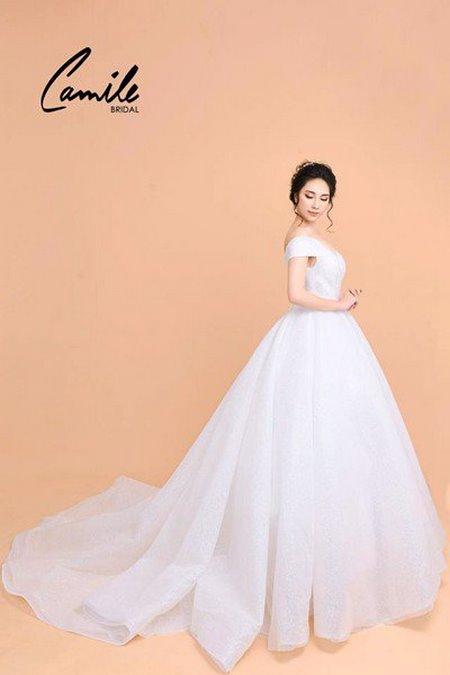 váy cưới công chúa 2 Lộng lẫy như công chúa Cinderella với thiết kế váy cưới xòe bồng 2019