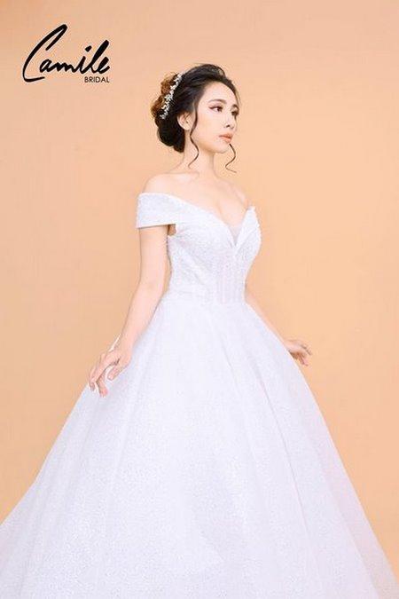 váy cưới công chúa 3 Lộng lẫy như công chúa Cinderella với thiết kế váy cưới xòe bồng 2019