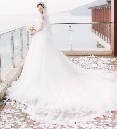 thiết kế váy cưới đẹp 9 Những mẫu váy cưới đẹp nhất của các sao Hoa ngữ
