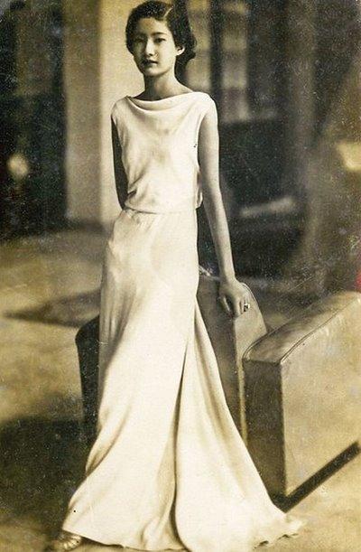 Thuê váy cưới màu trắng 3 Khi thuê váy cưới, tại sao nhất định phải chọn màu trắng?