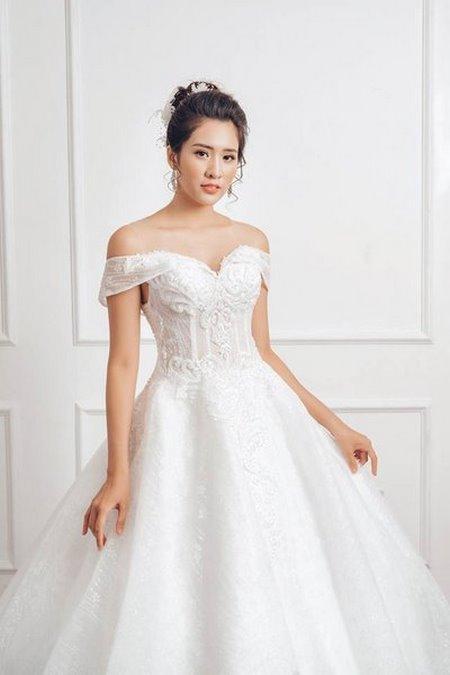 váy cưới vai ngang 10 Mê mẩn BST váy cưới vai ngang giúp cô dâu che khuyết điểm bắp tay to
