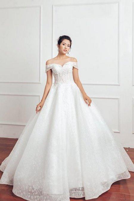 váy cưới vai ngang 11 Mê mẩn BST váy cưới vai ngang giúp cô dâu che khuyết điểm bắp tay to