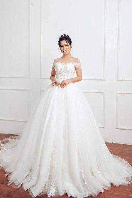 váy cưới vai ngang 12 Mê mẩn BST váy cưới vai ngang giúp cô dâu che khuyết điểm bắp tay to