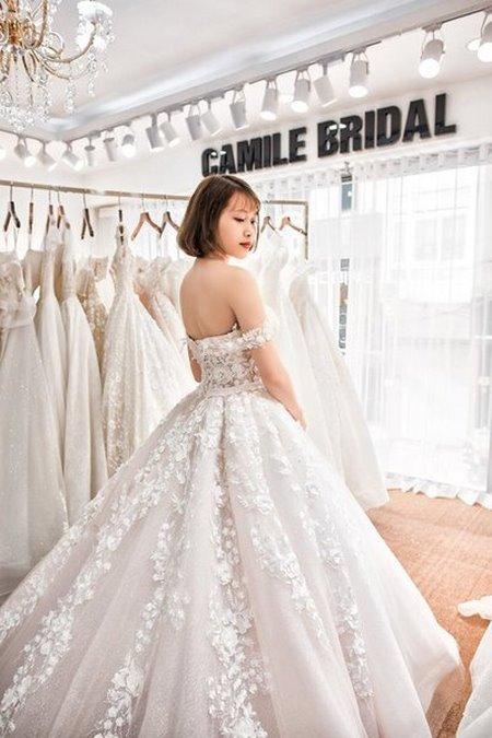 váy cưới vai ngang 3 Mê mẩn BST váy cưới vai ngang giúp cô dâu che khuyết điểm bắp tay to