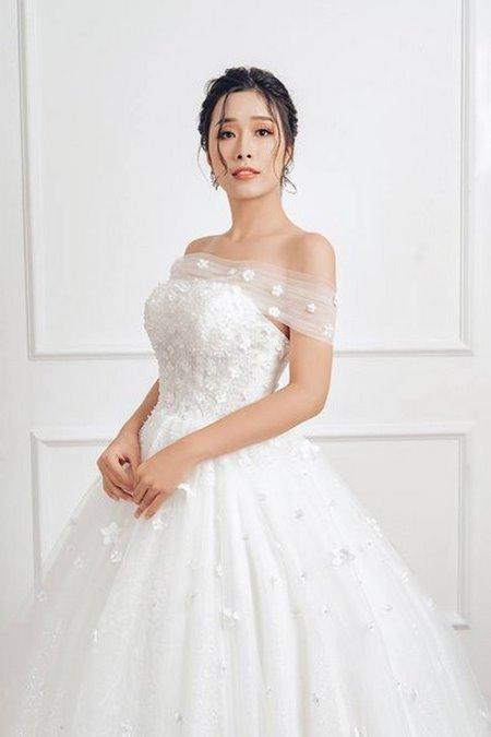 váy cưới vai ngang 8 Mê mẩn BST váy cưới vai ngang giúp cô dâu che khuyết điểm bắp tay to