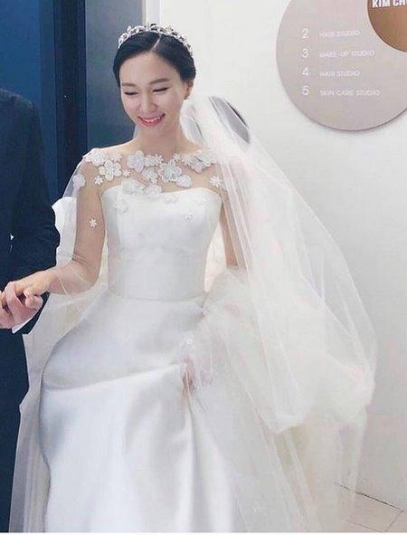 váy cưới nhẹ nhàng 9 Đẹp dịu dàng với váy cưới BST váy cưới nhẹ nhàng của Camile Bridal