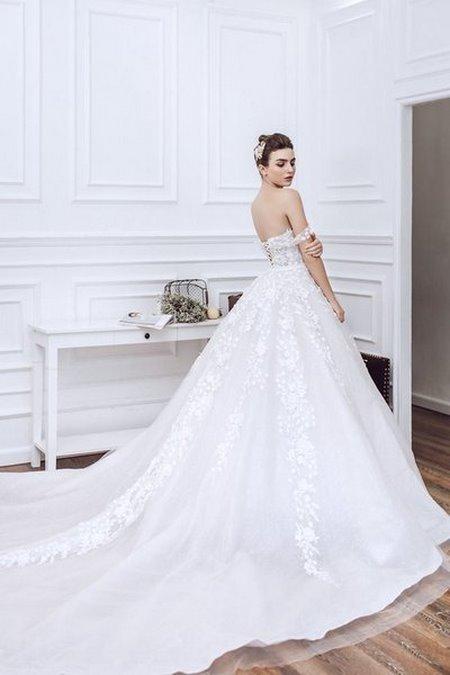 Váy cưới ren 12 Hóa thiên thần với BST áo cưới ren siêu lãng mạn của CAMILE BRIDAL