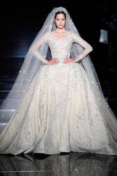 váy cưới tay dài 1 Muốn che khuyết điểm hoàn hảo, cô dâu hãy chọn váy cưới tay dài