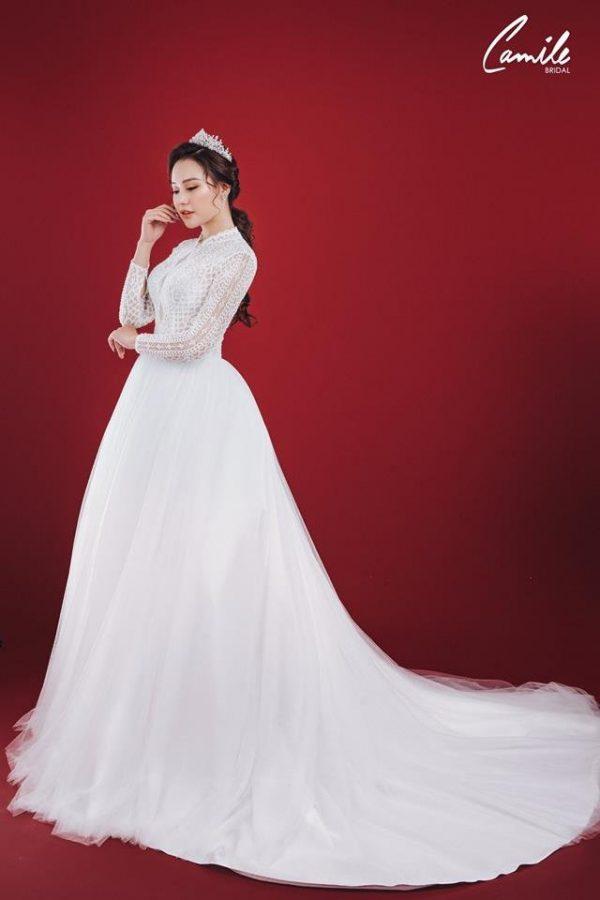Mẫu váy cưới ren tay dài tiểu thư