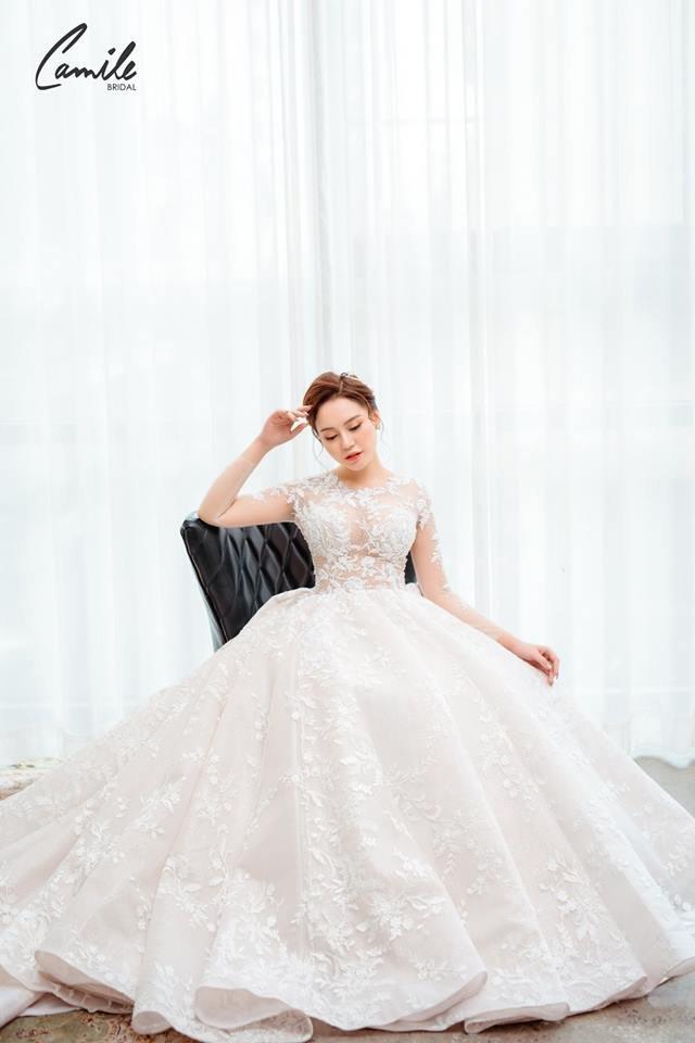 Mẫu váy cưới tay dài xòe bồng công chúa 1